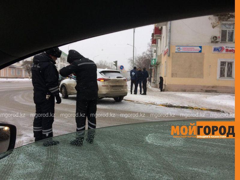 Новости Уральск - Машина скорой помощи столкнулась с легковушкой в Уральске