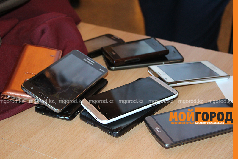 Новости Актобе - 140 учеников отстранили от ЕНТ из-за шпаргалок и сотовых телефонов в Актюбинской области