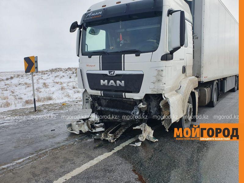 Три человека погибли в аварии на трассе Актюбинской области