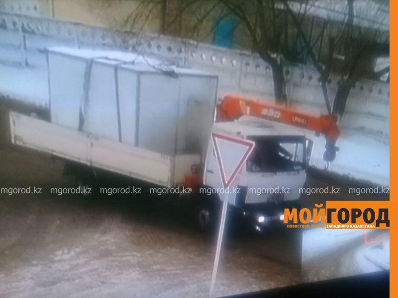 Новости Актобе - Термобудку от грузовой машины днем украли в Актобе