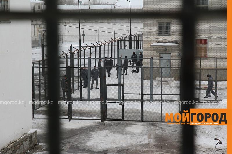 60 сим-карт пытались передать заключенным в колонию Уральска