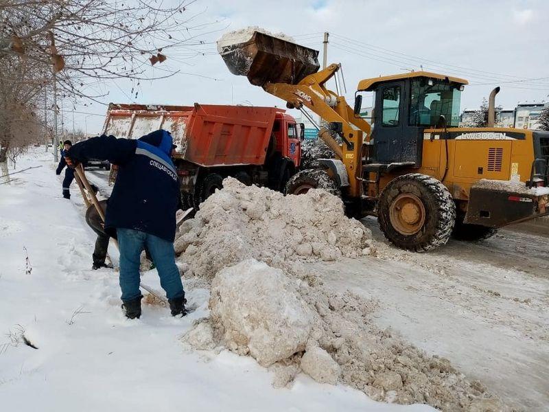 600 тонн снега вывезено из Атырау
