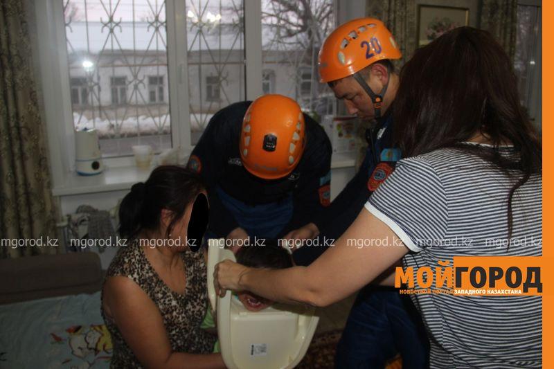 Новости Уральск - Голова ребенка застряла в горшке (фото)