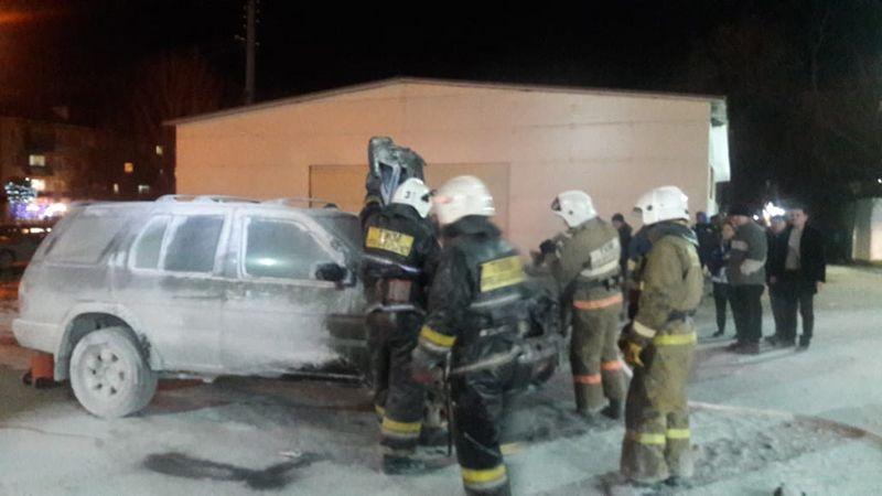 Автомобиль загорелся на АЗС в Уральске (видео)