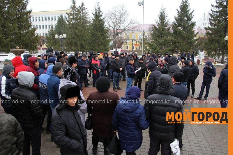 Владельцы авто с иностранными номерами из Уральска записали видеообращение депутату мажилиса РК