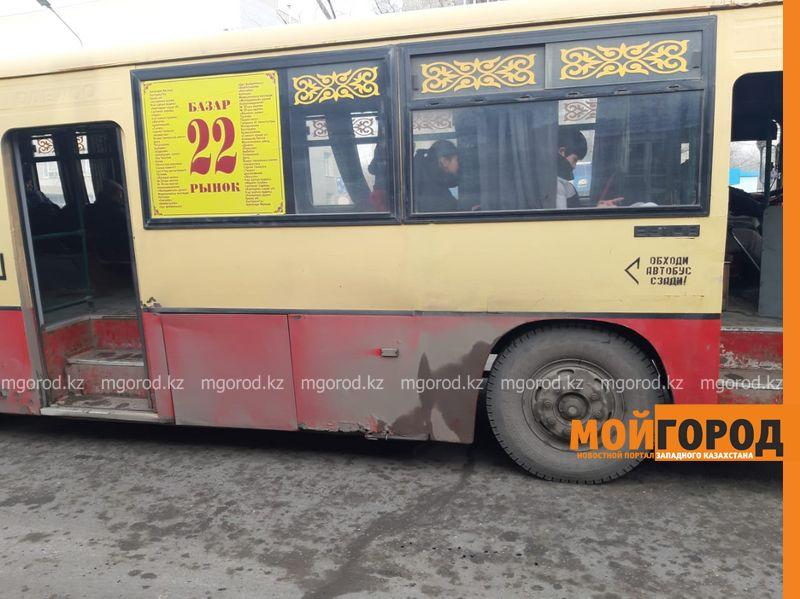 Автобусы будут ездить на час дольше в Уральске Уральцев попросили чистить обувь перед тем, как садиться в автобус