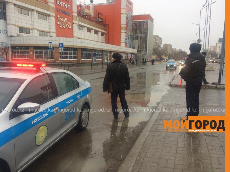 """Крупный торговый центр """"заминировали"""" в Уральске"""