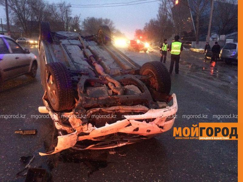 За рулем перевернувшейся в Уральске Toyota был полицейский