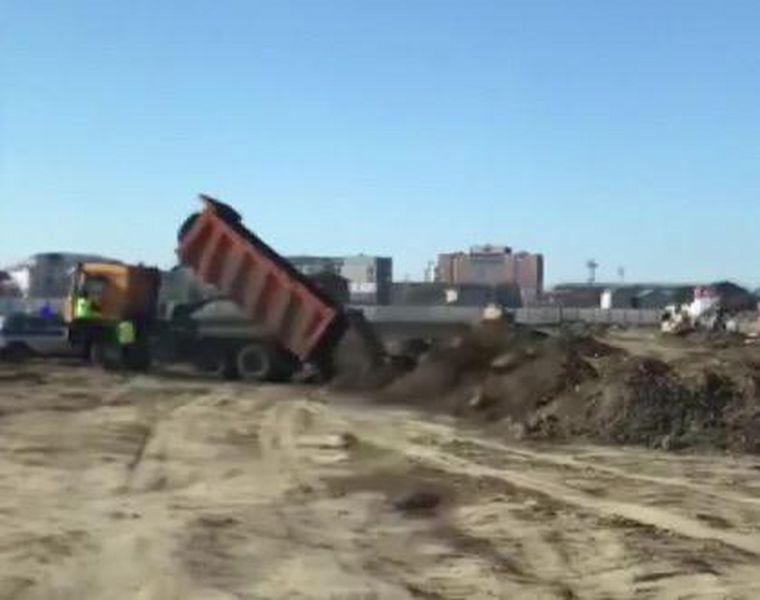 В Атырау водитель на КамАЗе протащил полицейского (видео)