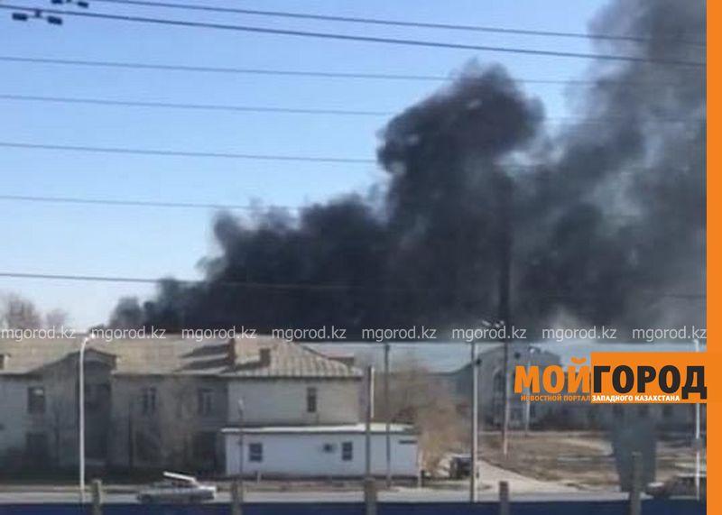 Черный дым напугал жителей Атырау (фото, видео)