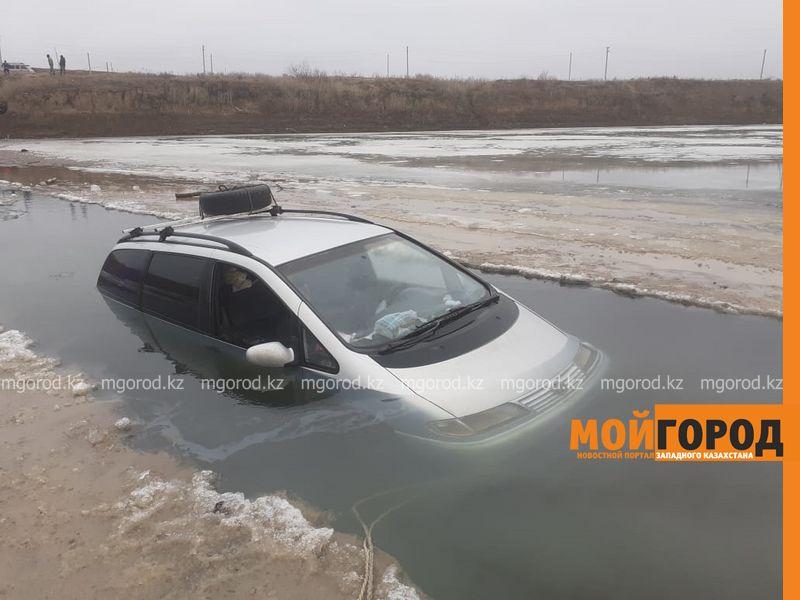 """Шаран"" провалился под лёд в ЗКО (фото, видео)"