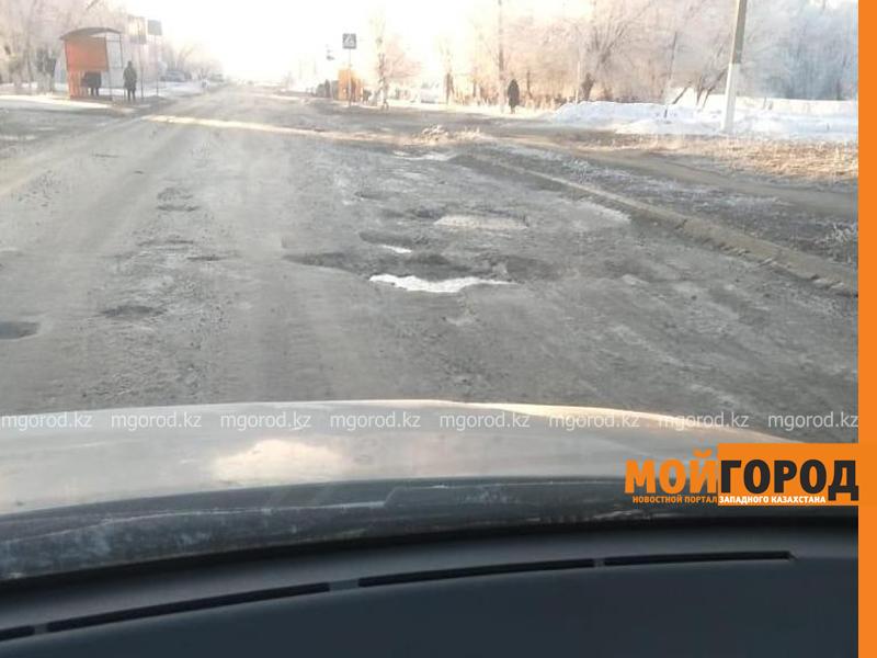Аким Актюбинской области проехал по разбитым дорогам города (фото)