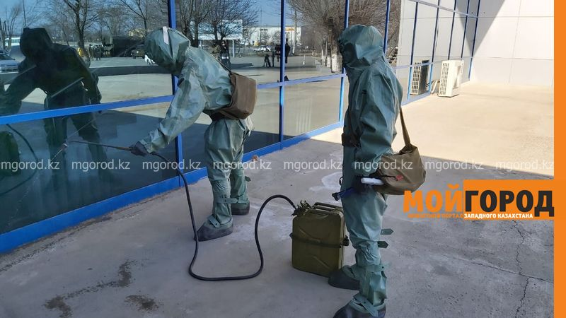 3,5 тонны дезинфицирующего вещества использовали для обработки общественных мест в Атырау 3,5 тонны дезинфицирующего вещества было использовано для обработки общественных мест в Атырау