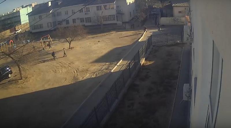 Ученики в Актау напали на школьницу (видео)
