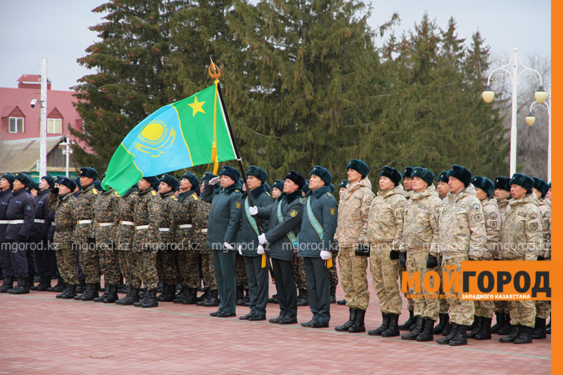 Всех военнообязанных Казахстана призывают на специальные сборы Знамя знаменитой Панфиловской дивизии привезли в Уральск