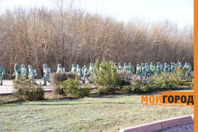 150 человек вышли на дезинфекцию улиц в Уральске 150 человек вышли на дезинфекцию улиц в Уральске