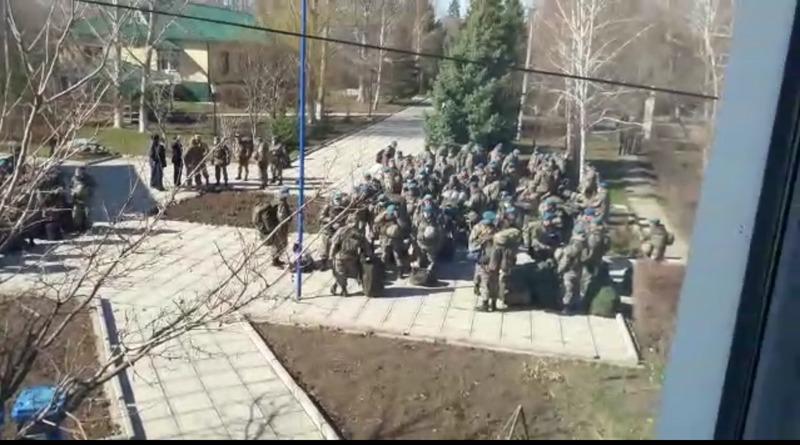 150 десантников из Алматы будут дезинфицировать уральские улицы и дежурить на блокпостах (видео) 150 десантников из Алматы будут дезинфицировать уральские улицы