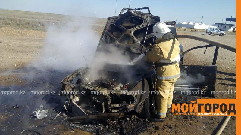 Машина сгорела на трассе в ЗКО (видео) Машина сгорела на трассе в ЗКО (видео)
