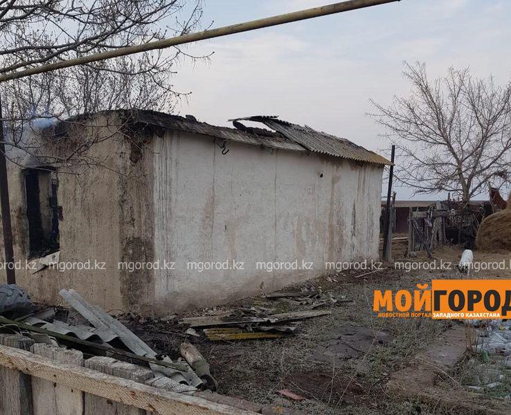 Тела женщины и двух ее малолетних дочерей обнаружили в сгоревшем доме в ЗКО В ЗКО мужчина убил жену и детей и пытался покончить с собой