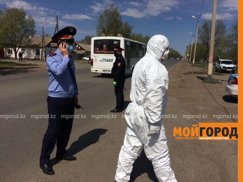 Полицейские прокомментировали инцидент с больными COVID-19 в Уральске Зараженные коронавирусом выбили дверь больницы в Уральске и требуют выписки (фото)