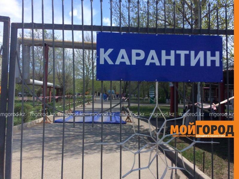 Зараженные коронавирусом вытолкнули дверь больницы в Уральске и требуют выписки (фото) Пациенты с коронавирусом выбили дверь больницы и требуют выписки в Уральске
