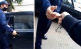 На видео сняли, как полицейские забирают удостоверение личности у жителей оцепленного дома в Уральске ( видео)