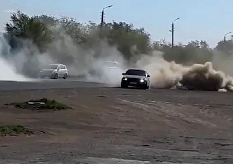Дрифт водителя на иномарке сняли на видео в Уральске Дрифт водителя на иномарке сняли на видео в Уральске