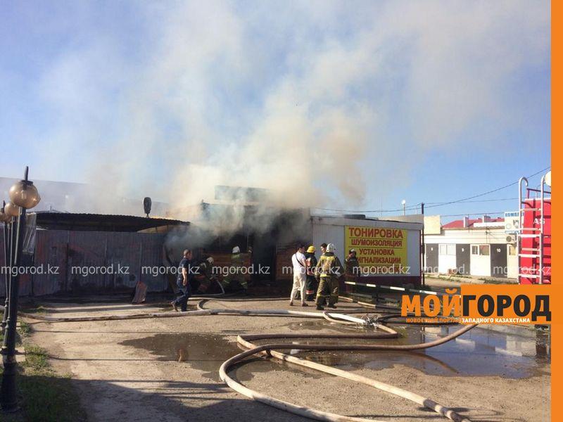 Обменный пункт с деньгами сгорел в Уральске (фото, видео) Взрыв произошел в горящем кафе в Уральске (видео)