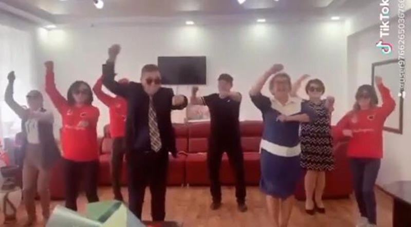 Аким поселка Карагандинской области получил дисциплинарное взыскание за участие в танцевальном флешмобе (видео) Аким поселка Карагандинской области получил дисциплинарное взыскание за участие в танцевальном флешмобе (видео)