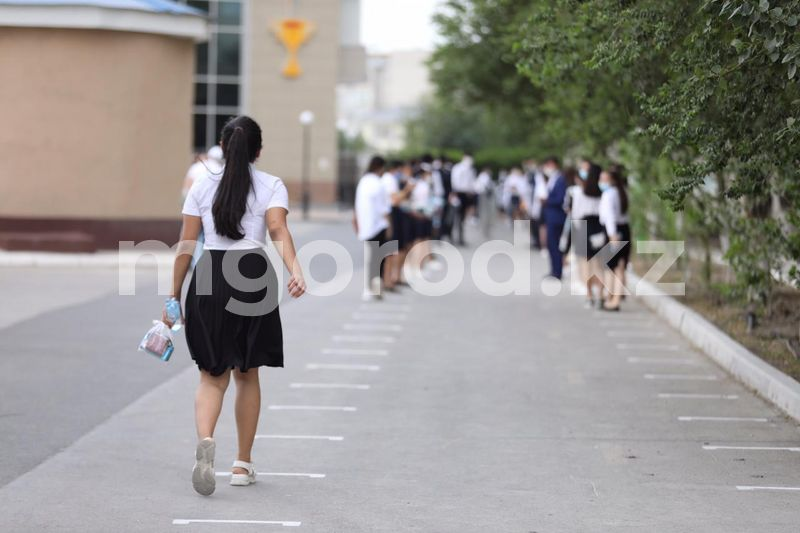 68% выпускников набрали проходной балл в первый день ЕНТ Первый день ЕНТ в Атырау прошел на открытом воздухе