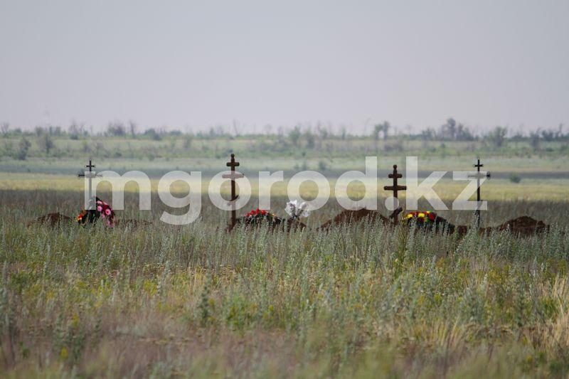 В управлении здравоохранения ответили, почему захоронений на кладбище для умерших от КВИ в три раза больше, чем в официальной статистике В Уральске на кладбище для умерших от коронавируса похоронено почти в три раза больше людей