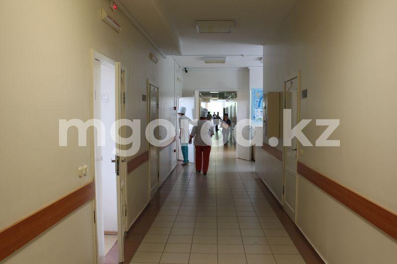 37 детей заболели COVID-19 в Казахстане Руководитель и 10 сотрудников СПИД-центра Атырау заразились коронавирусом
