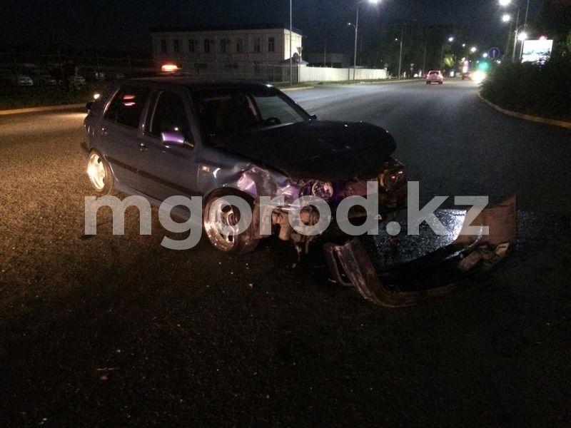 Два легковых авто столкнулись в Уральске ДТП