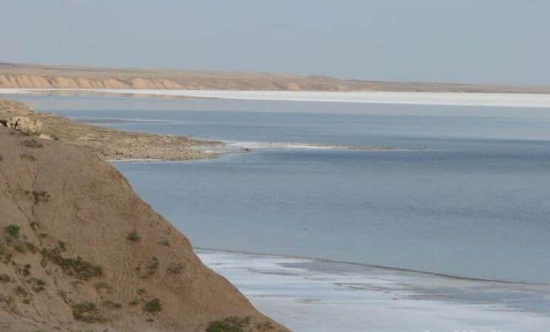 Отдых у соленого озера запретили в Атырауской области Отдых запретили у соленого озера в Атырауской области