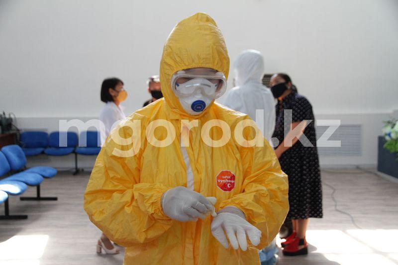 49 новых случаев заражения коронавирусной инфекцией выявлено в ЗКО Выпускники медколледжа проходят подготовку для работы в провизорных стационарах Уральска
