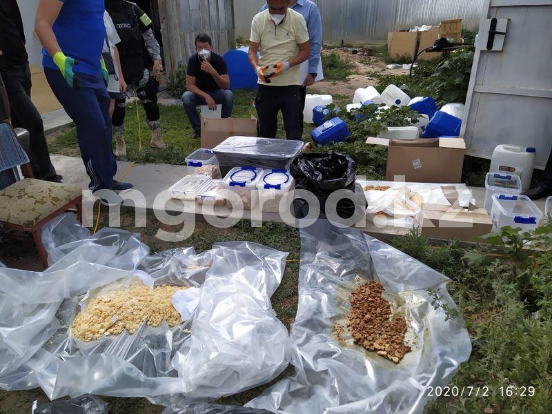 Ни одного грамма не поступило в продажу — подозреваемый в изготовлении синтетических наркотиков в ЗКО Самую крупную партию синтетических наркотиков по Казахстану изъяли в ЗКО (видео)