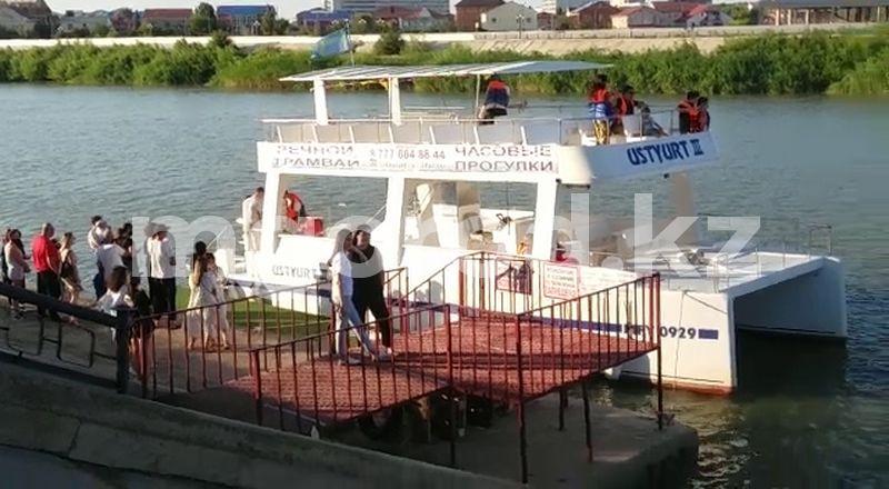 Жителей Атырау возмутил речной трамвайчик, катающий людей в период карантина (видео) Жителей Атырау возмутил речной трамвайчик, катающих людей в период карантина (видео)