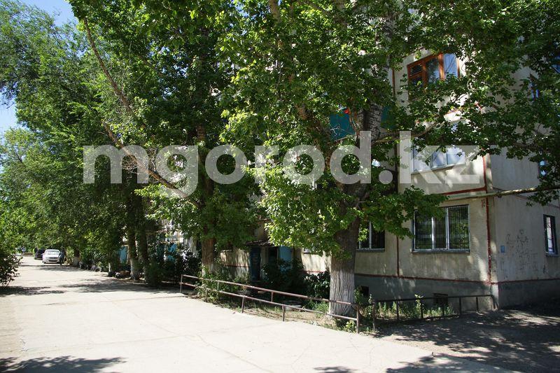 Как будут ликвидировать КСК в Уральске Ремонт не проводился 49 лет - жители многоэтажного дома в Уральске пожаловались на плачевное состояние крыши и двора