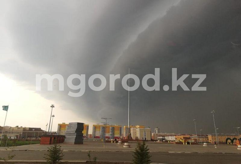 Дождь с грозой ожидаются в ЗКО Град и сильный ветер ожидаются в ЗКО