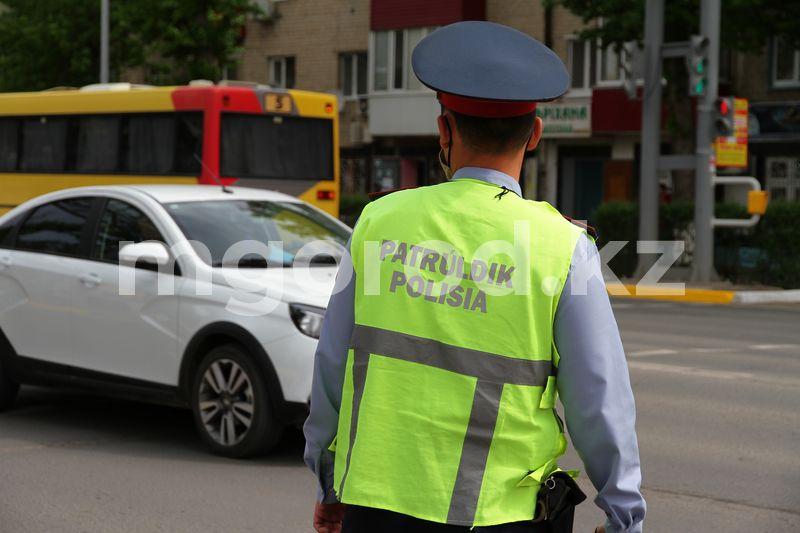 В Атырау водитель машины с армянскими номерами нарушил ПДД на миллион тенге Полицейские помогли беременной вовремя добраться до роддома в Актобе