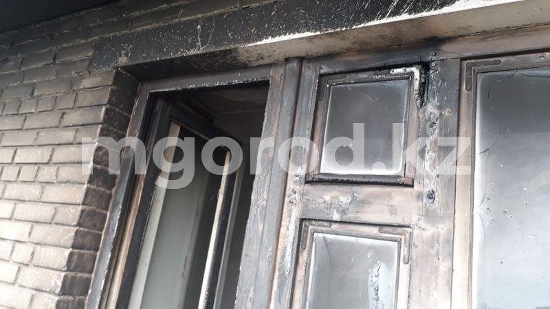 12 человек эвакуировали из-за пожара в многоэтажке в Уральске Четверо детей эвакуировали при пожаре кухонной техники в квартире Уральска