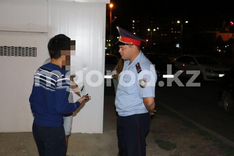 72 несовершеннолетних задержали полицейские на улицах в Уральске 72 несовершеннолетних задержали полицейские на улицах в Уральске