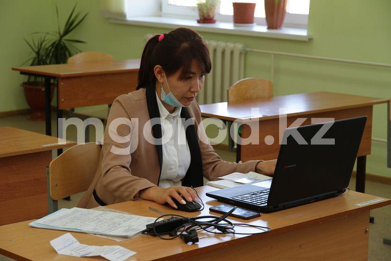Казахстанские учителя смогут побороться за звание  «Учитель мира» и 1 млн долларов Почему не все родители и педагоги готовы учиться дистанционно и как к учебному году готовятся школы?