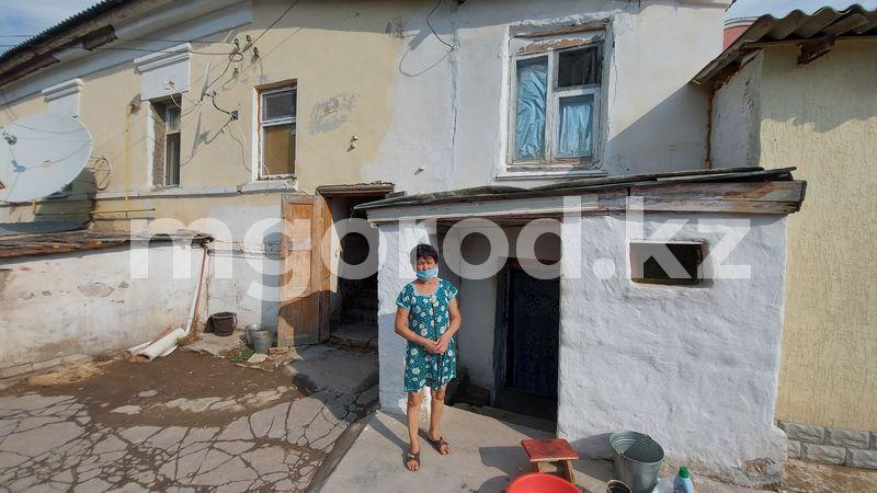 В Уральске рушится дом 1900 года В Уральске рушится дом 1900 года