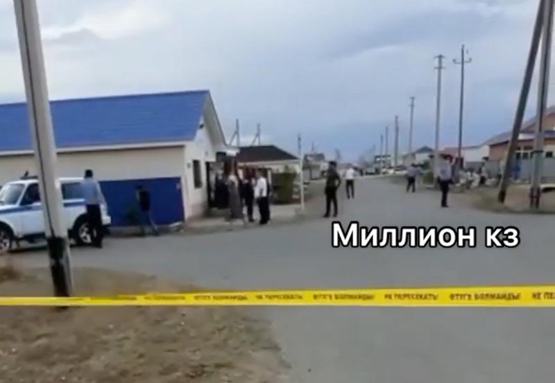 В Атырау при попытке сексуального насилия малолетней девочки задержали мужчину (видео) В Атырау при попытке сексуального насилия малолетней девочки задержали мужчину (видео)