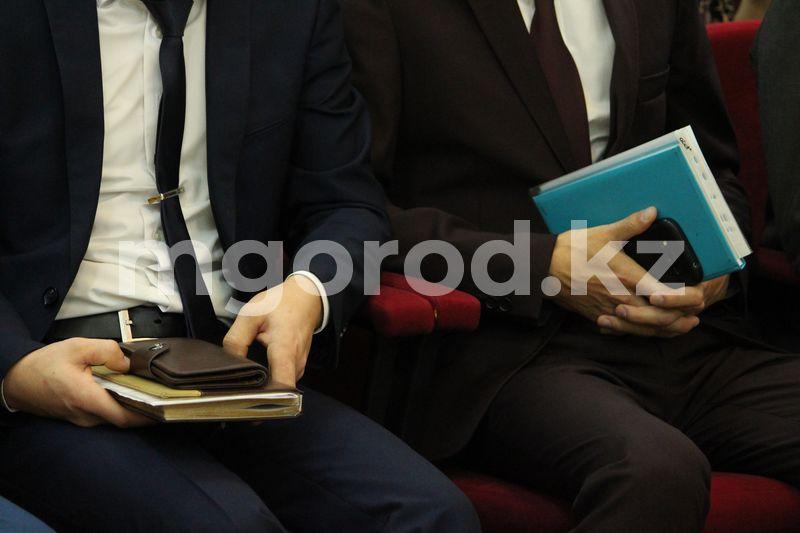 Сокращенным госслужащим в ЗКО не выплатили положенное пособие В Казахстане чиновников сократят на 25%