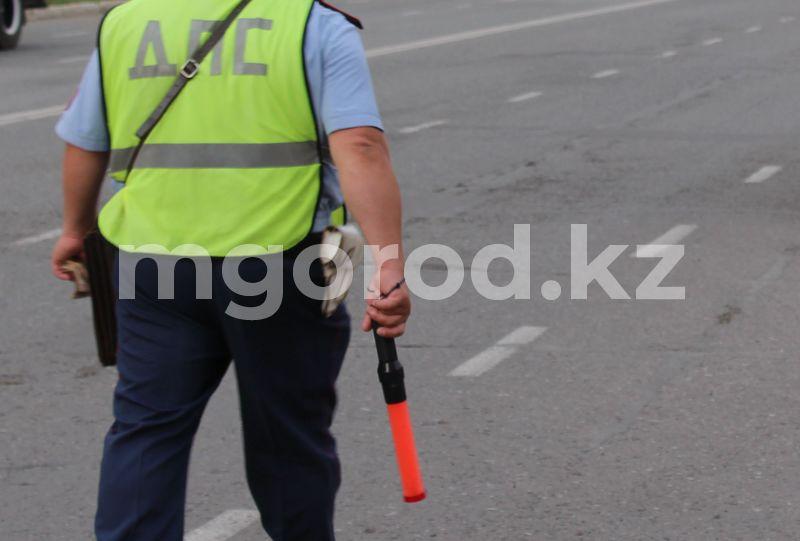 Полицейского арестовали за получение взяток в Атырауской области Полицейского арестовали за получение взяток в Атырауской области