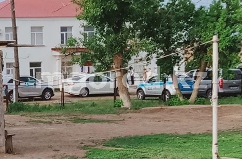 Полицейский применил табельное оружие: шесть человек приговорили к тюремному сроку за нападение на сотрудников в ЗКО В ЗКО напали на полицейских: дело передали в суд