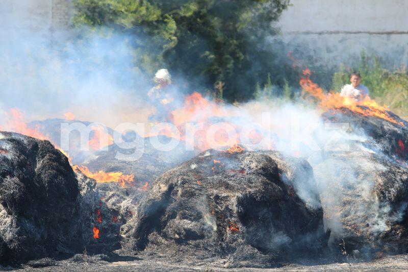 150 тонн сена сгорело в ЗКО 150 тонн сена сгорела в ЗКО