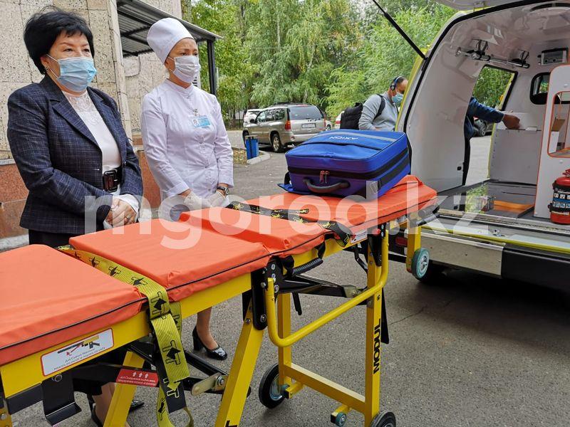Новые машины скорой помощи получили поликлиники Уральска Новые машины скорой помощи получили поликлиники Уральска
